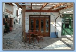 Manos Bar open every day