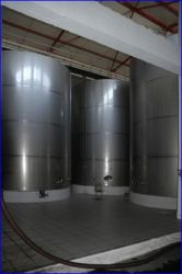 40.000 l. tanks. Finished wine.